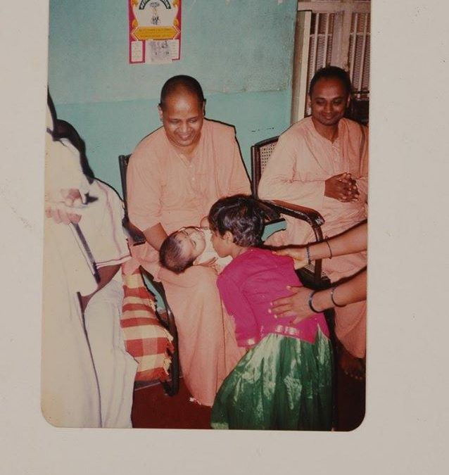 1997|Sampath Maharaj naming new born Baby – Upon HDH's Guidance in His Premonastic House